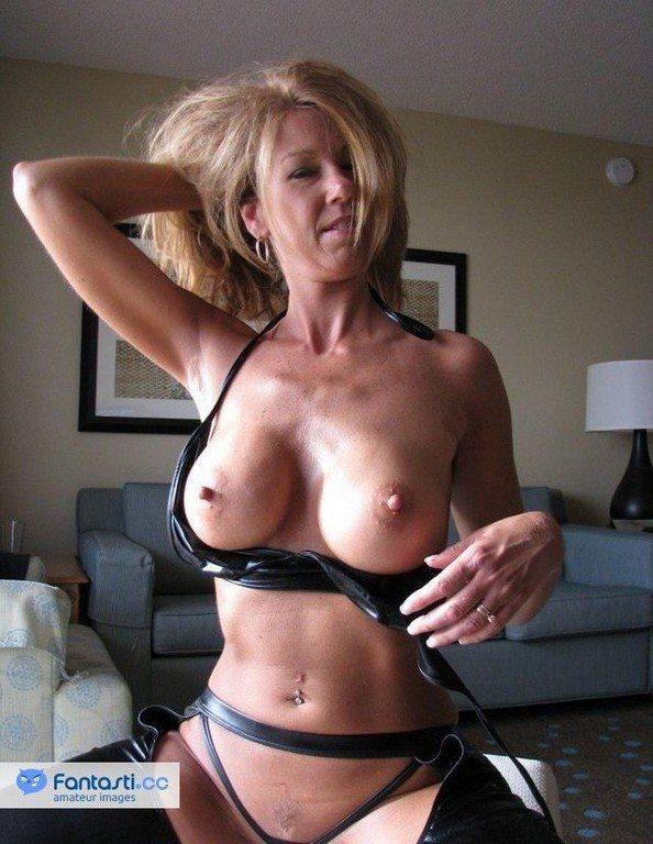 Amateur Mature Milf Hard Nipples Porn Pics