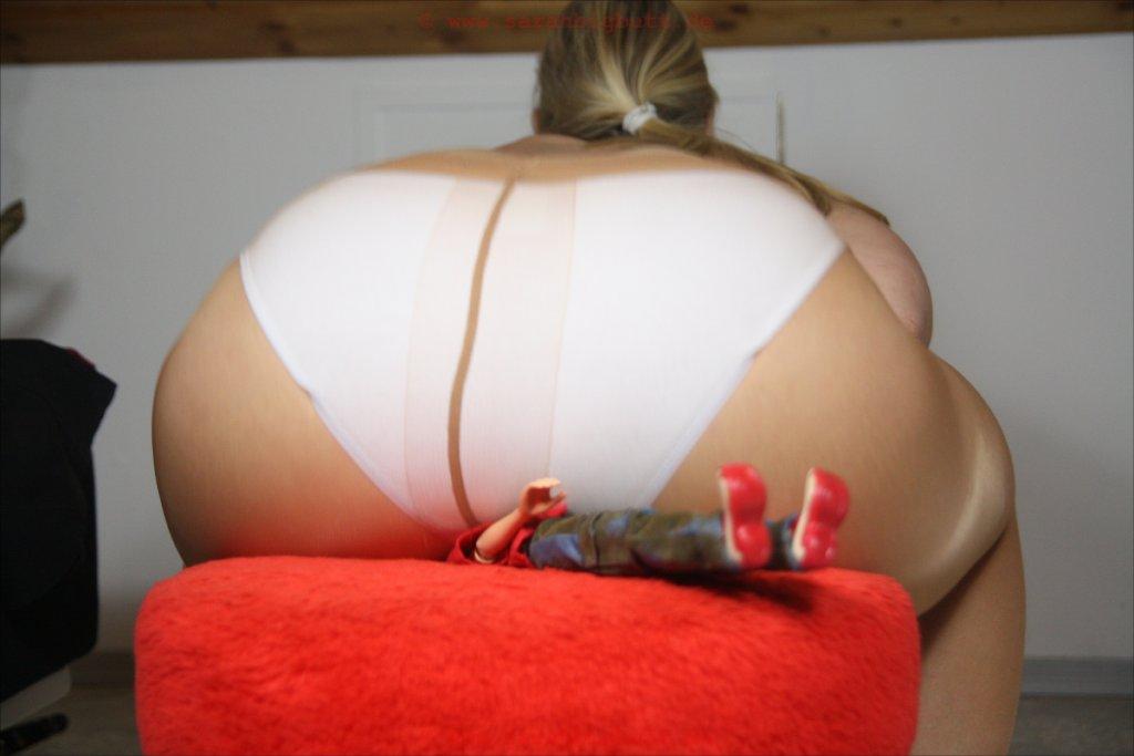 Big Butt Crushing Video