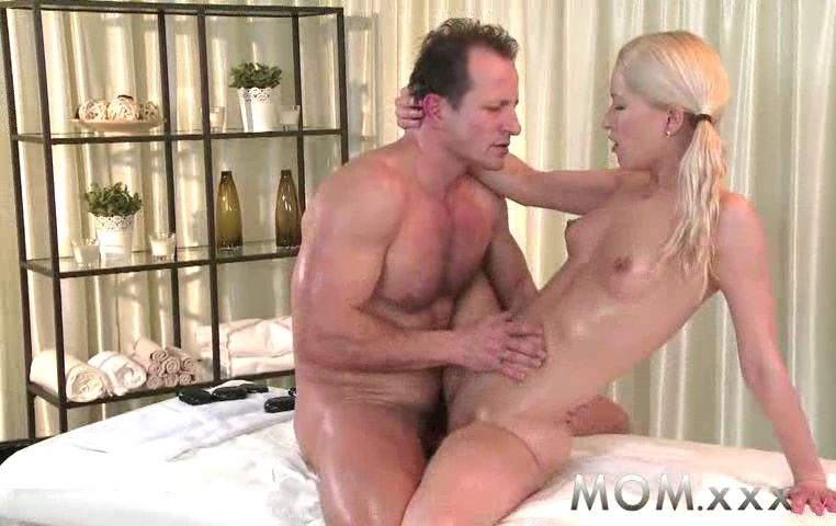 Blonde Milf Rub Tug Momxxx Blonde Milf Gives Her Man A Rub