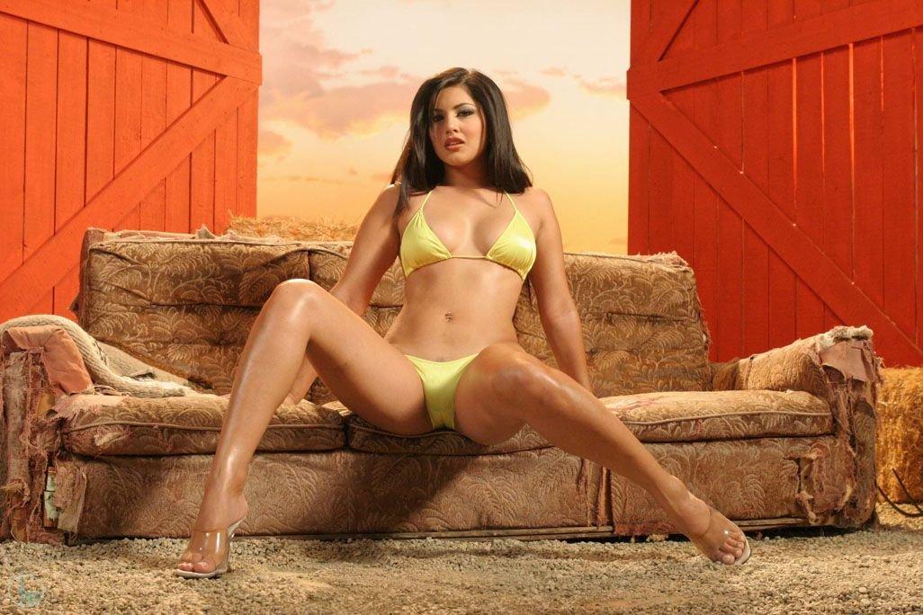 Breathtakingly Sexy Tall Brunette Bade Sunny Leone Peels Off Her Yellow Bikini 1