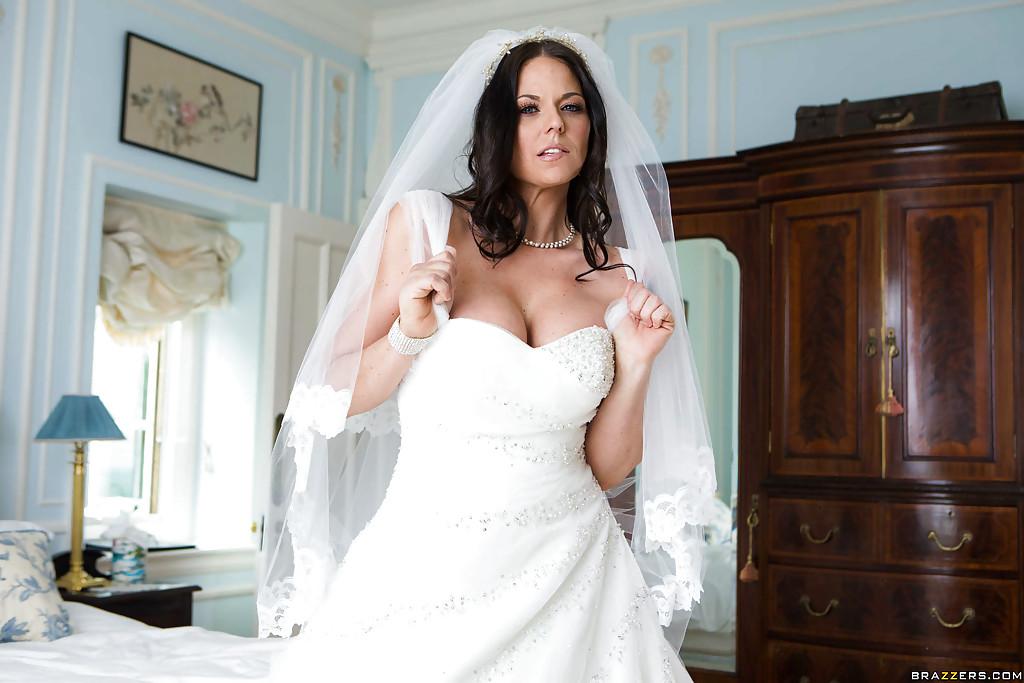 Brunette Babe Simony Diamond Loosing Phat Milf Ass From Under Wedding Dress