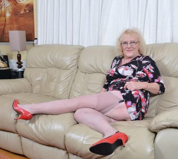 Claire Knight Eu British Housewife Fingering Herself Mature Fullhd