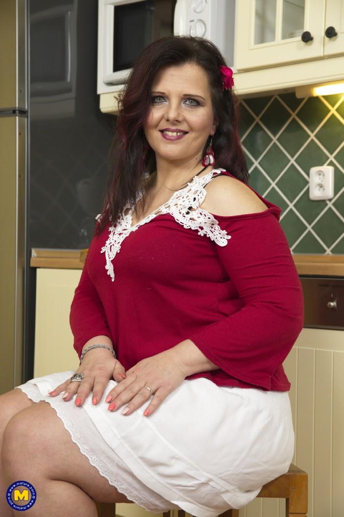 Crystal Maidstone Eu British Chubby Housewife Fooling