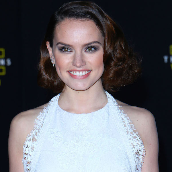 Daisy Ridley Sarah Hyland And More Attend The Star Wars The Force Awakens Premiere