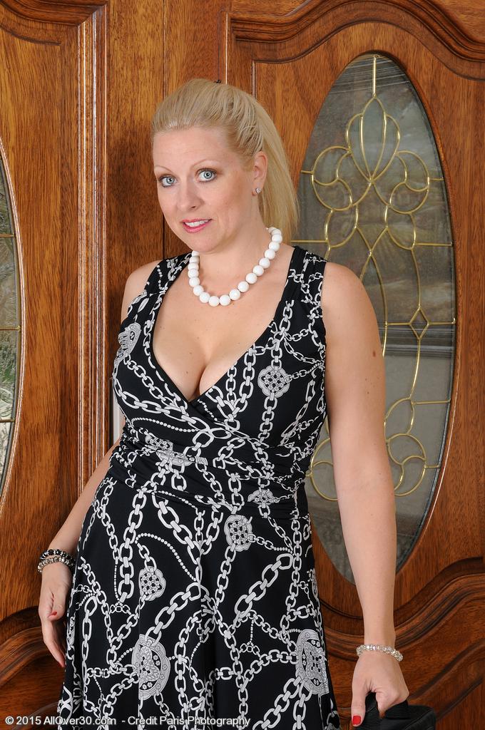Elegant Dressed Women Xxx