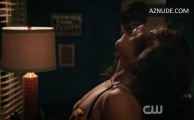 Gina Rodriguez Interracial Scene In Jane The Virgin Aznude 1
