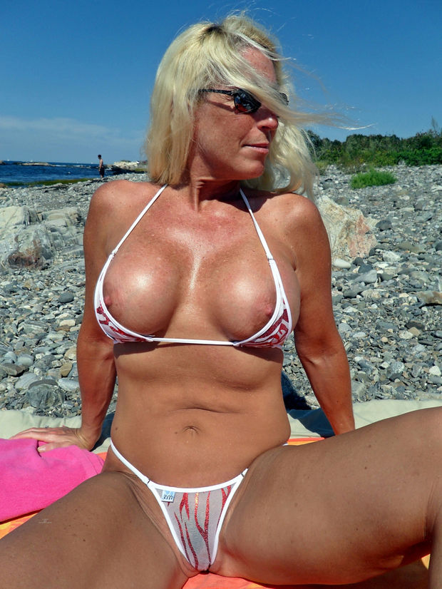 Horny Sexy Milfs Hot Mature Porno Milf Pics Sexy Milf Bikini