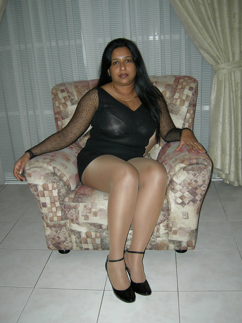 naked indian milf pic