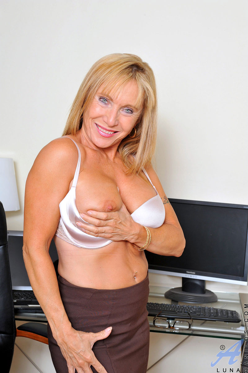 Lets See Hot Slut Strips Off Her Skirt And Masturbate Her Cunt With Penis Imitator