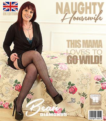 Mature Presents Beau Diamonds Eu In British Housewife Beau Diamonds Fooling Around