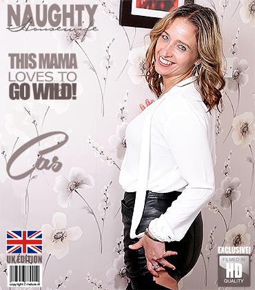 Mature Presents Cass Eu In British Housewife Cass Loves Fingering Herself