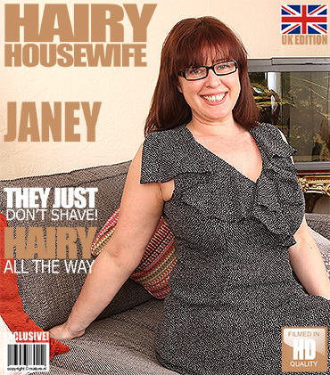 Mature Presents Janey Eu In British Hairy Housewife Fingering Herself 1