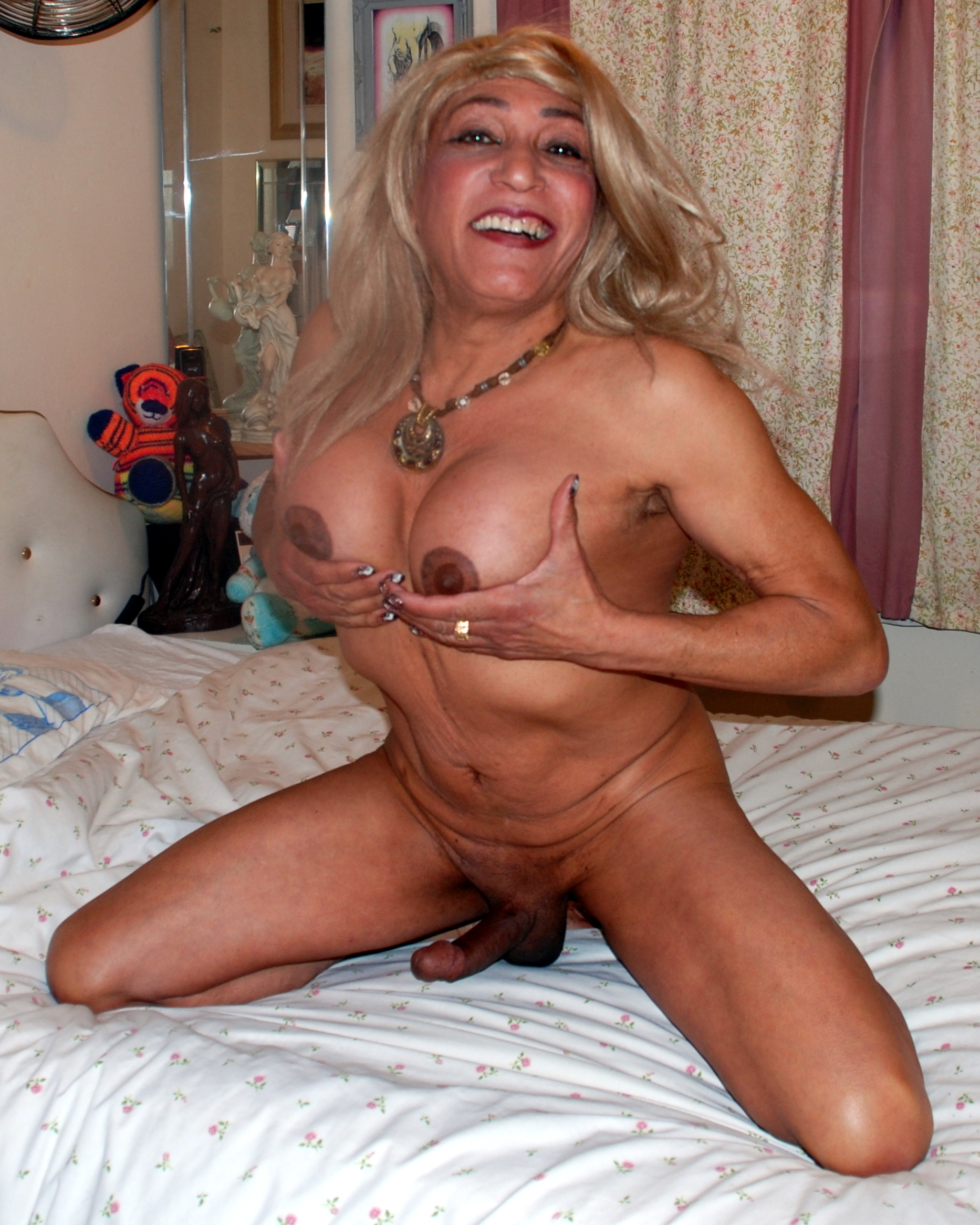 Amateur Tranny Porn mature shemale slut pippa shemale on yuvutu homemade amateur