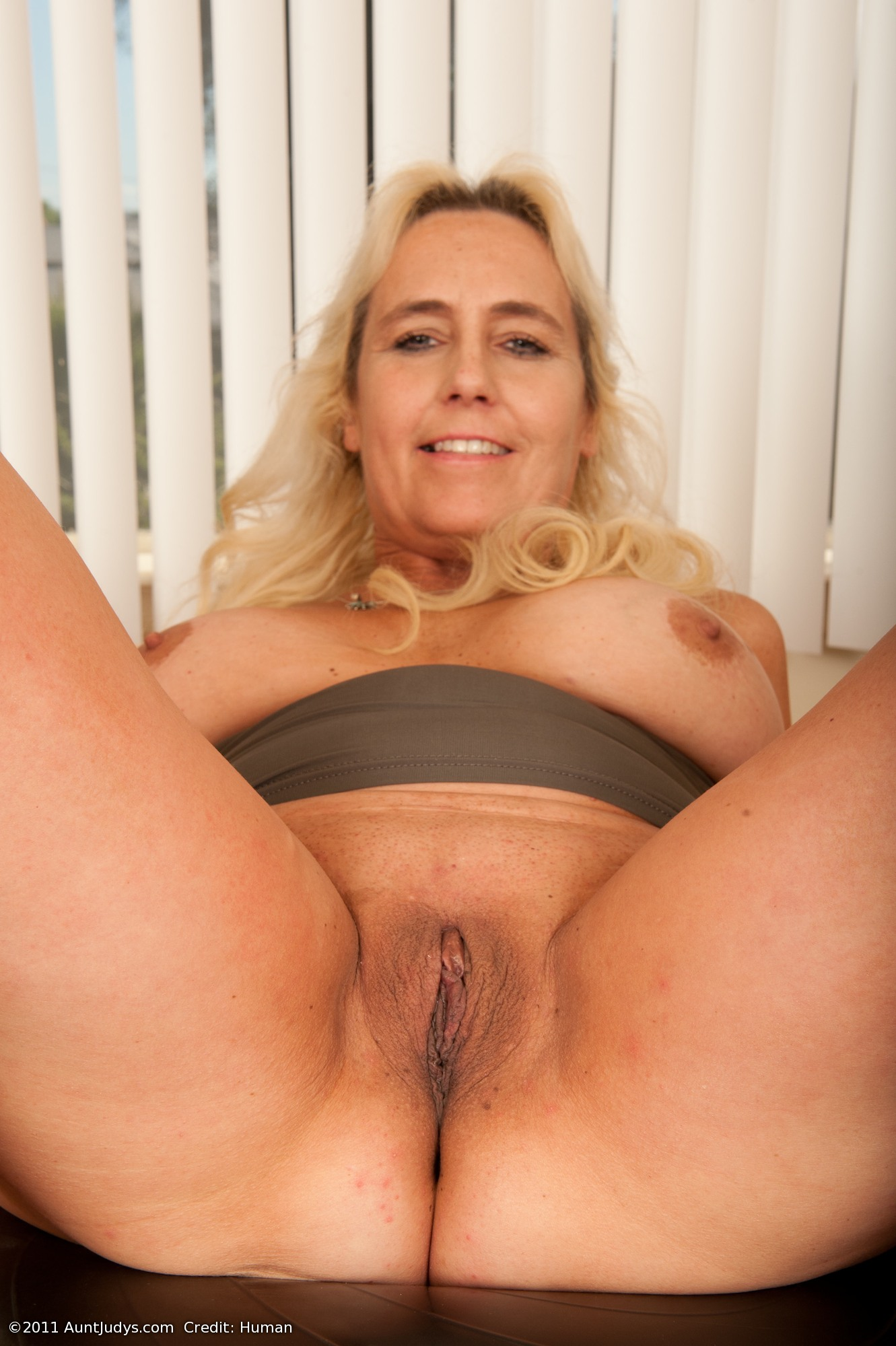 Fuck large mature pussy woman