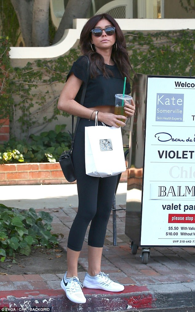 Sarah Hyland Is Spotted Leaving A Hollywood Hair Salon Daily 1