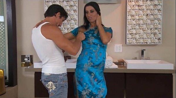 Slippery Nuru Massage With Sophia Bella
