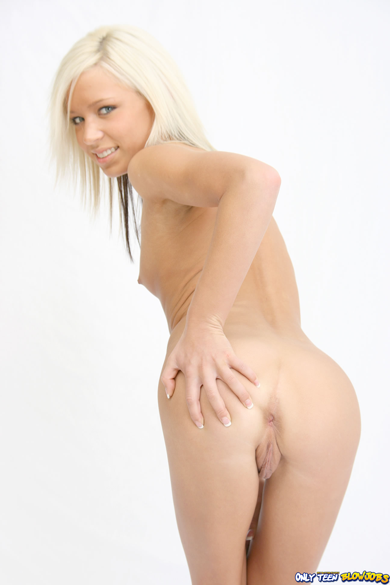Teen Shaved Totally Shaved Petite Blonde Kacey Jordan With Perfect Pussy Giving Blowjob