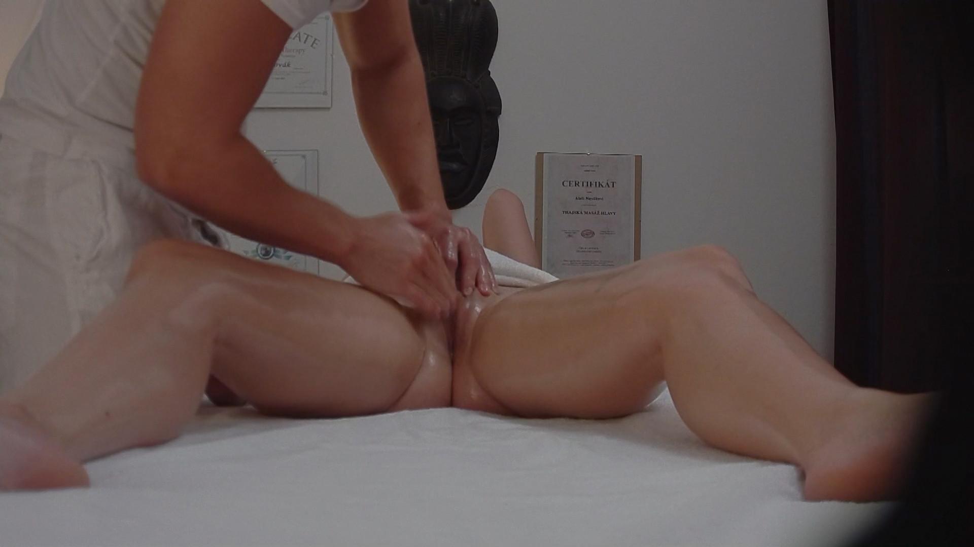 voyeur massage xxx