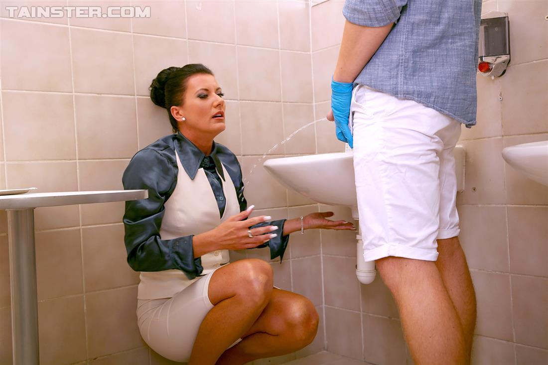 Xopornpics Bathroom Pee Sex Porn Fotonummer 4