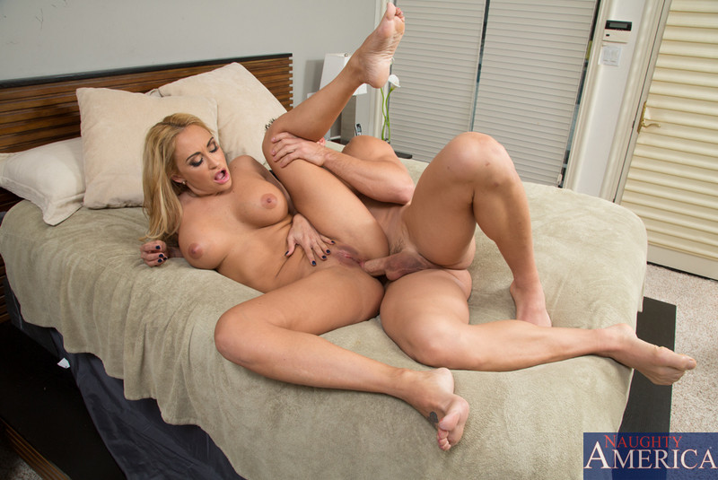 Xopornpics Hot Blonde Mom Teases Younger Friend Of Her Sons To Fuck In Her On Porno 3
